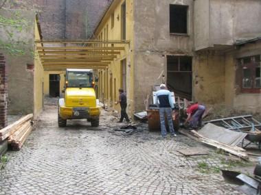 Abbruch Überdachung zw. Gebäude 2 und 5